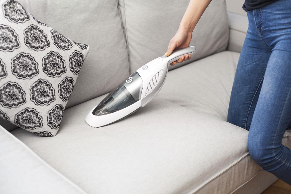 布沙發清潔使用吸塵器